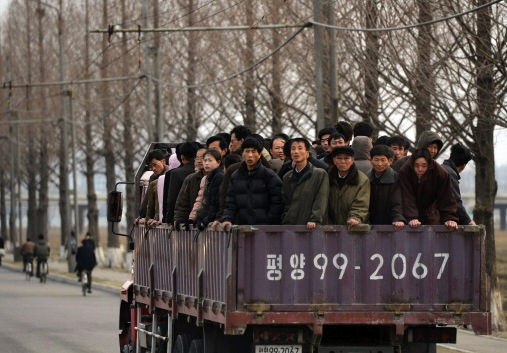http://komitetns.org/wp-content/uploads/2016/01/north-korean-workers-2.jpg