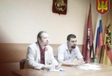 Кандидат от националистов в депутаты Ломоносовского района Москвы решает вопрос о ремонте детских площадок