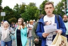 В Москве состоялась гражданская прогулка в защиту политзаключённого Олега Сенцова, и акция с требованием допустить кандидатов от оппозиции к выборам