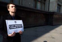 «Изолируйте Клишаса, а не интернет!», «Нравится суверенный интернет? Чемодан! Вокзал! Пхеньян!» – Комитет «Нация и Свобода» провёл акцию протеста у Государственной Думы